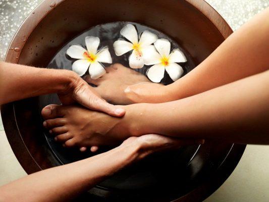 Hé lộ cách chăm sóc chân vào mùahè